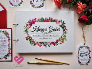 Rustykalna księga gości z motywem kwiatów