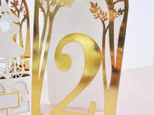 Numery na stół weselny złoty glamour z motywem drzew