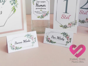 Rustykalne, romantyczne zawieszki, winietki, numery na stół z motywem piwonii, eukaliptusa róż w stylu boho