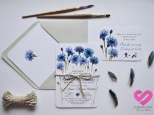 Rustykalne zaproszenia ślubne z motywem kwiatów chabrów w stylu boho