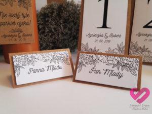 Rustykalne winietki weselne na papierze eko z motywem kwiatów w stylu boho