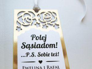 Eleganckie złote zawieszki na alkohol ażurowe ślubne w stylu glamour z motywem kwiatów