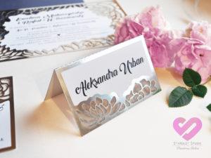 Eleganckie winietki wycinane laserowo, ażurowe winietki na stół weselny z elementami srebra w stylu glamour