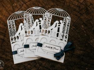 Eleganckie zaproszenia ślubne z elementami srebra w stylu glamour