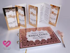 Eleganckie, ażurowe menu ślubne oraz księga gości na stół weselny w kolorze złota w stylu glamour