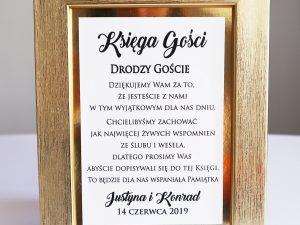 Elegancka instrukcja do księgi gości w złotej ramie