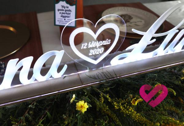 Podświetlane, dekoracyjne imiona LED z plexi na stół weselny Pary Młodej.