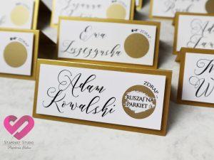 Oryginalne winietki weselne Nietypowe, zabawne, złote winietki ślubne na stół weselny ze zdrapką w stylu glamour