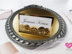 Oryginalne, ażurowe winietki ślubne, na stół weselny w stylu glamour w kolorze złotym