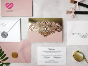 Zaproszenia ślubne ażurowe pudrowy róż i złoto wycinane laserowo