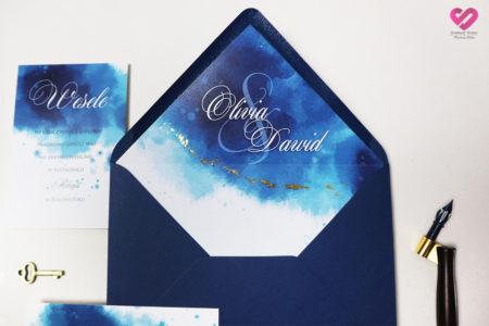 Akwarelowe, szafirowe, pastelowe zaproszenia ślubne w nowoczesnym stylu, niebieskie z delikatnym zloceniem.