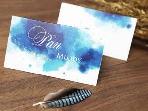 Akwarelowe, szafirowe, pastelowe winietki ślubne w nowoczesnym stylu, niebieskie z delikatnym zloceniem pasujące do zaproszeń.
