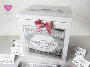Pudełko na koperty weselne w stylu glamour, srebrne z brokatem