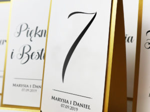 Nowoczesne numery na stoły weselne