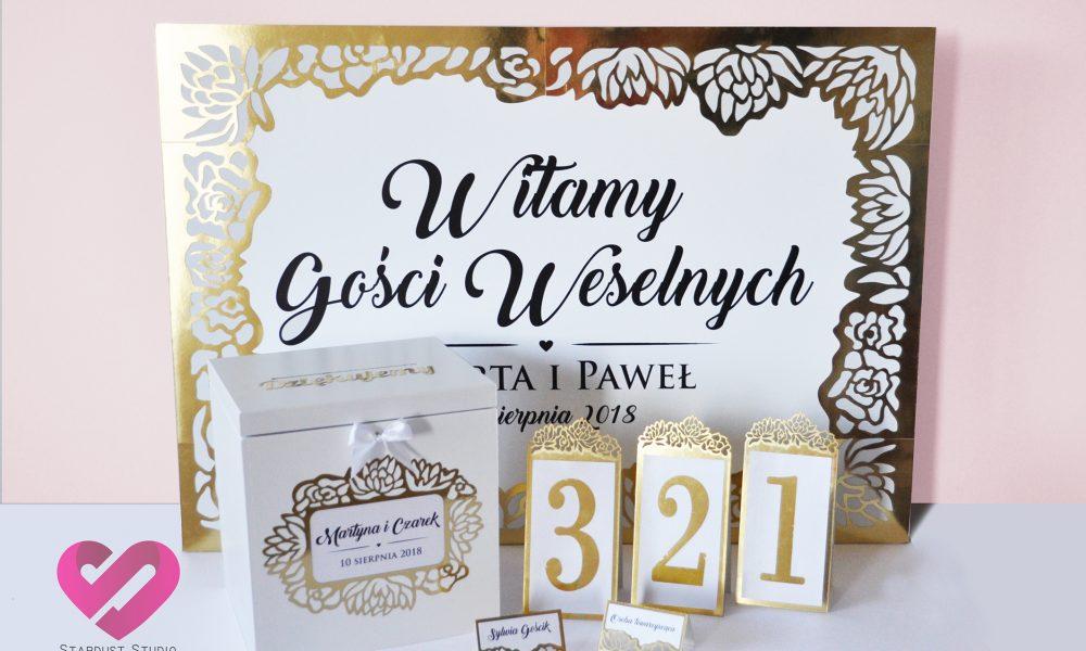 Eleganckie pudło na koperty, plan stołów, numery na stół, winietki z motywem kwiatów w kolorze złota w stylu glamour