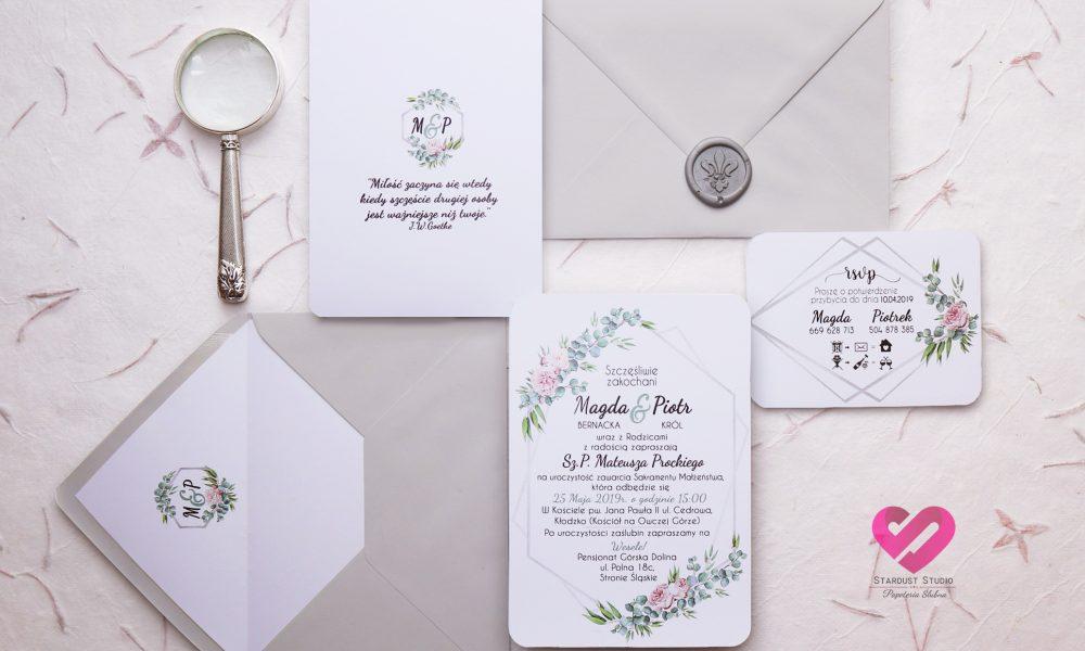 Zaproszenia eukaliptus z piwonią na ślub. Pastelowe, delikatne z delikatną różową wstążką.