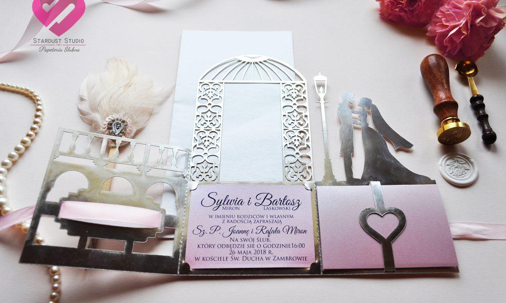 Eleganckie, otwierane zaproszenia ślubne w kolorze srebrnym w stylu glamour