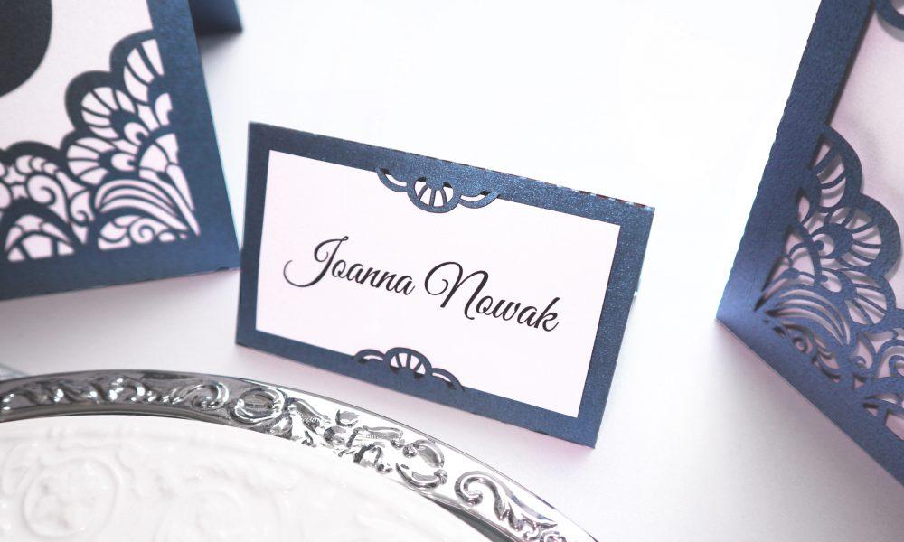 Oryginalne, ażurowe eleganckie winietki ślubne na stół weselny w stylu glamour