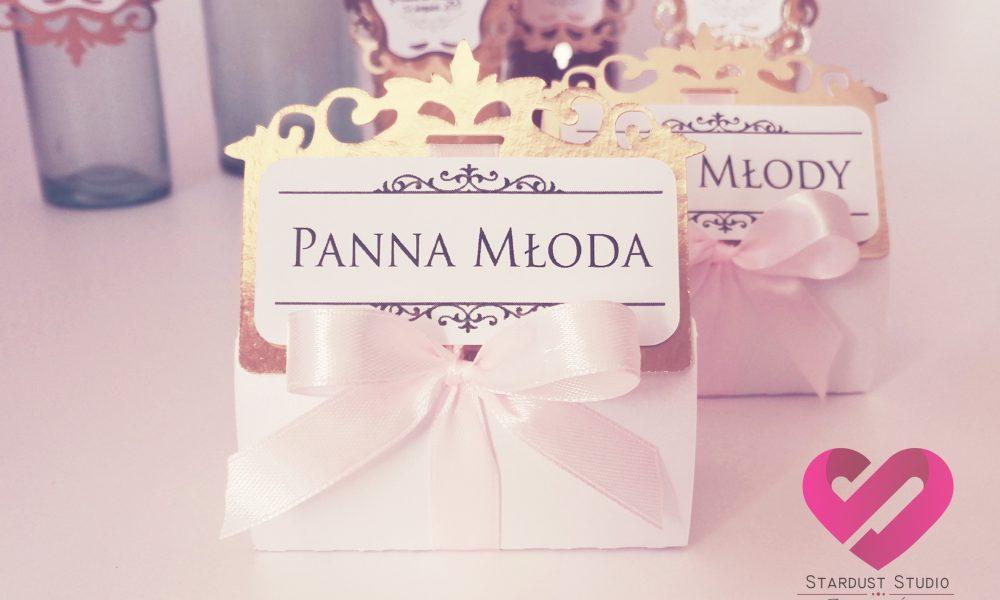 Eleganckie winietki ślubne ze złotem w kształcie pudełeczek na podziękowanie w stylu glamour
